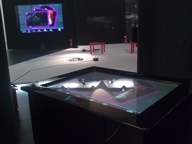 multitouch table, LiveTouch, TomTouch
